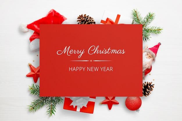 Świąteczna czerwona kartka z życzeniami makieta