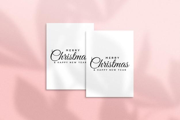 Świąteczna kartka z życzeniami makieta psd z cieniem liści palmowych