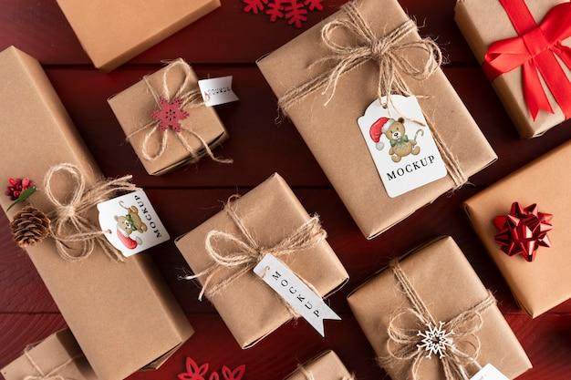 Świąteczna makieta różnych zapakowanych prezentów