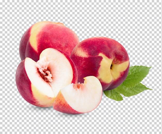Świeża brzoskwinia z liśćmi na białym tle