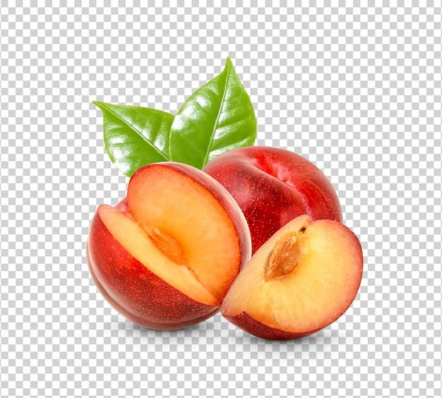 Świeża czerwona śliwka na białym tle