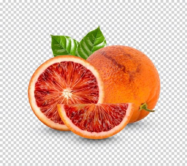 Świeża pomarańcza z liśćmi na białym tle