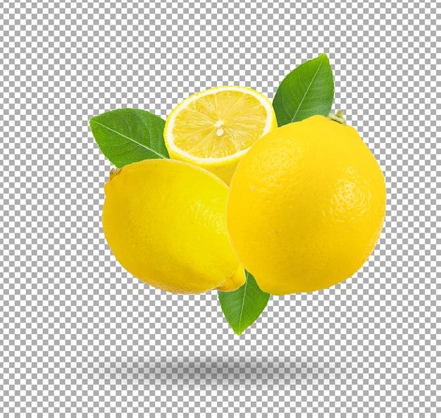 Świeże cytryny z ciętym plastrem na białym tle