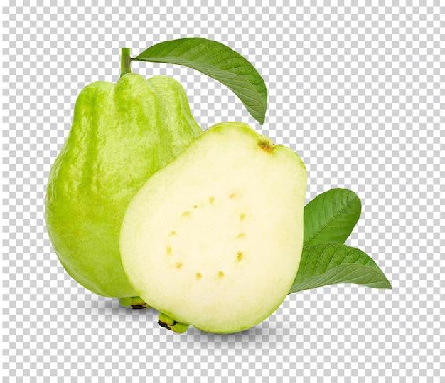 Świeże owoce guawy z liśćmi na białym tle