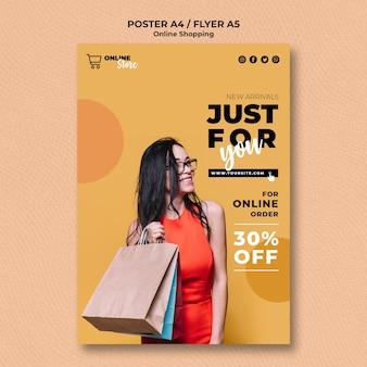Szablon plakatu z internetową wyprzedażą mody