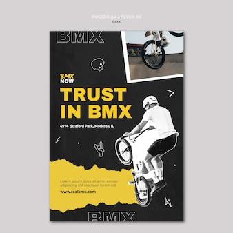Szablon ulotki dla rowerzystów bmx z człowiekiem i rowerem