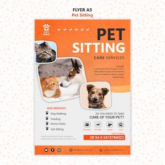 Szablon ulotki koncepcja siedzącego zwierzaka
