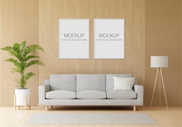 Szara sofa w drewnianym salonie z makietą ramy