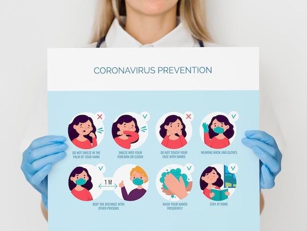 Szczegół kobieta z zapobieganiem koronawirusem