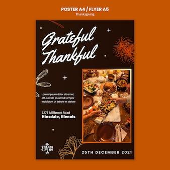 Szczęśliwy pionowy szablon wydruku dziękczynienia
