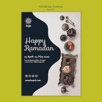 Szczęśliwy szablon koncepcja plakat ramadan