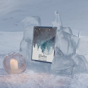 Tablet na zimowej scenie zamrożonej