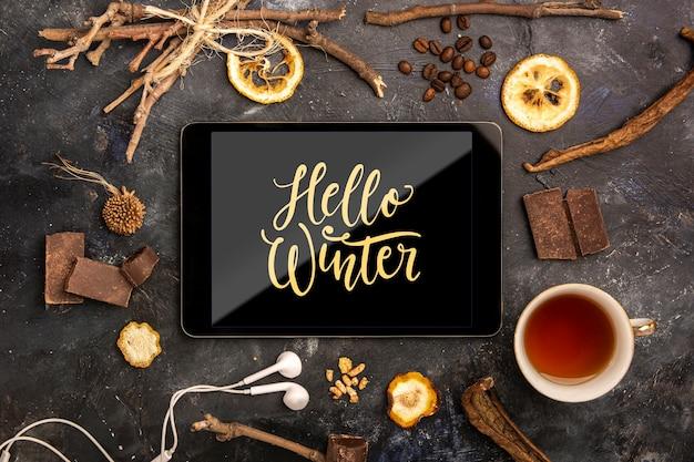 Tablet z komunikatem witaj zima
