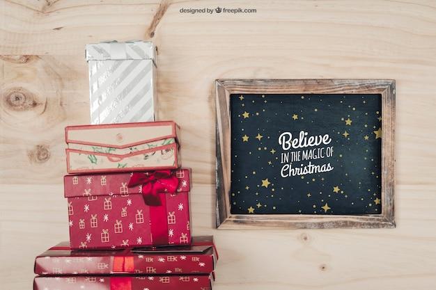 Tablica i pudełka upominkowe makieta z projektu christmtas