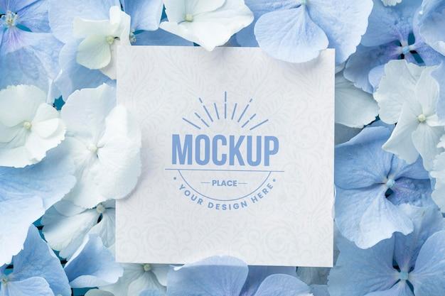 Tekstura kwiatów z makietą karty