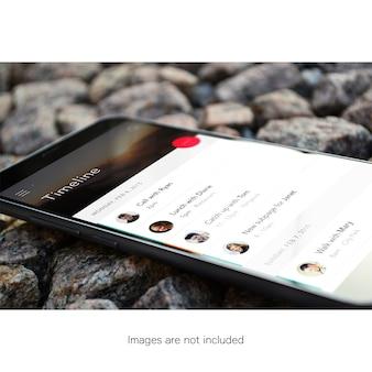 Telefon komórkowy na kamieniach makiety