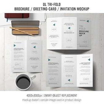 Trifold broszura lub zaproszenie makieta pojęcie martwa natura
