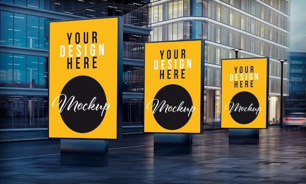 Trzy białe billboardy reklamowe na ulicy renderowania 3d