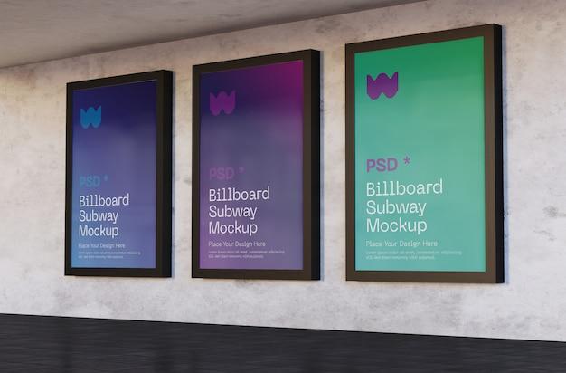 Trzy makiety billboardów na stacji metra