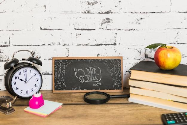 Układ biurka do koncepcji powrotu do szkoły