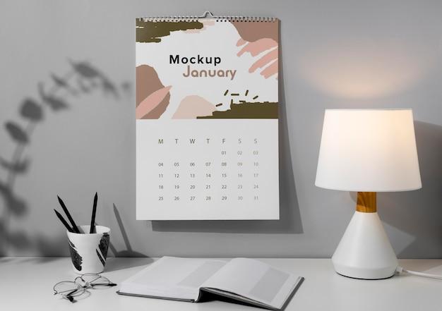 Układ makiety kalendarza ściennego w pomieszczeniu