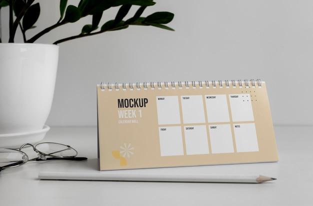 Układ makiety kalendarza stołowego w pomieszczeniu