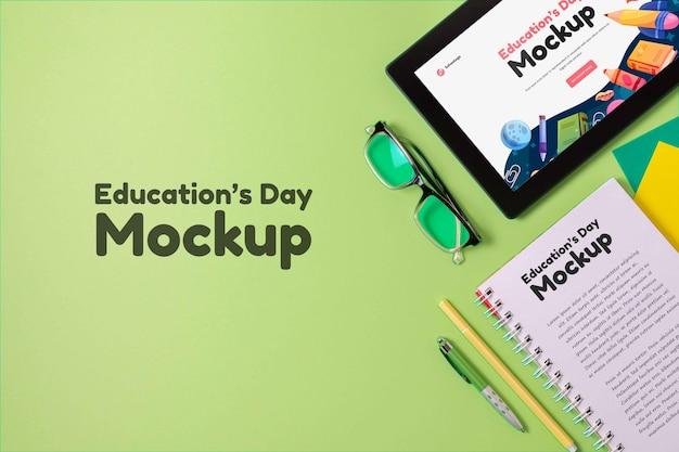 Układ tabletu makiety na dzień edukacji