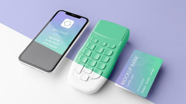 Układ z makietą inteligentnej aplikacji płatniczej app