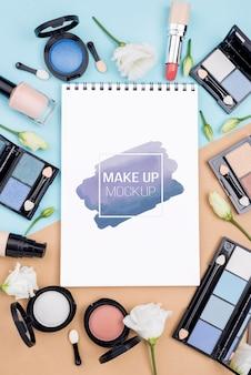 Układanie produktów do makijażu na płasko