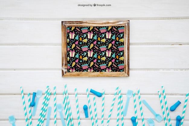 Uroczystość dekoracji z łupkiem na powierzchni drewnianej