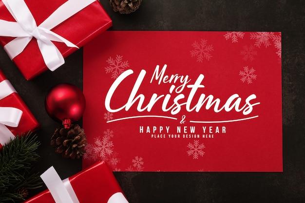 Wesołych świąt bożego narodzenia makieta z życzeniami z dekoracjami świątecznych prezentów