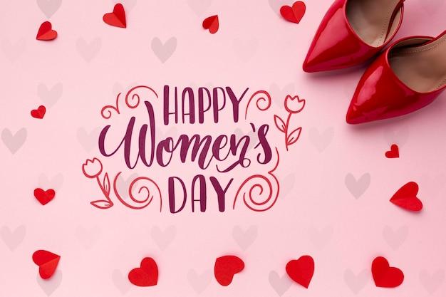 Wiadomość dzień kobiet z czerwone buty obok