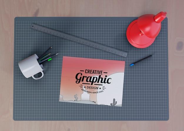 Widok biurka z koncepcją przydatnych narzędzi
