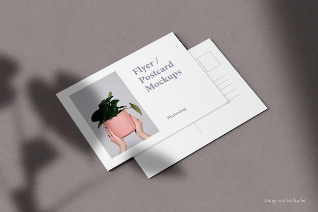 Widok perspektywiczny makiety ulotki i pocztówki