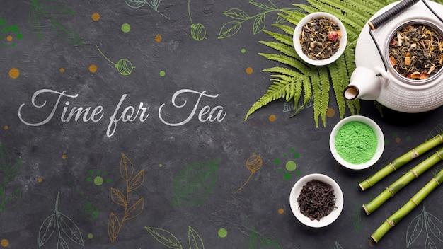 Widok z góry ceramiczny dzbanek do herbaty z koncepcją przypraw