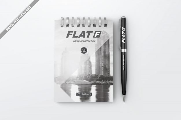 Widok z góry długopis z makietą notebooka