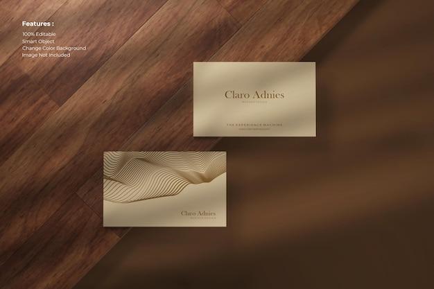 Widok z góry elegancka makieta wizytówki na drewnie