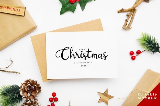Widok z góry kompozycji świątecznej z pudełkiem