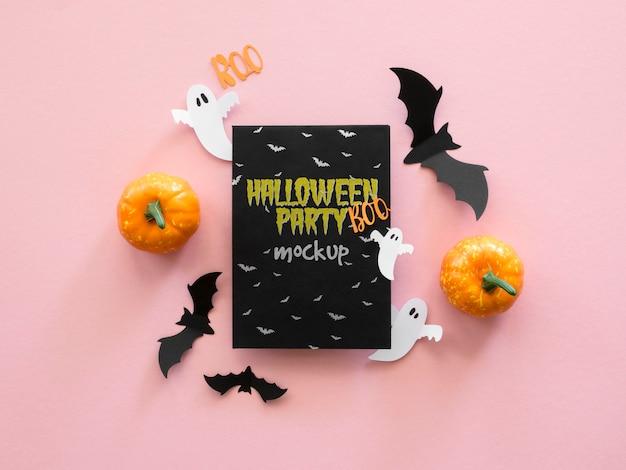 Widok z góry makiety halloween z papierowymi nietoperzami