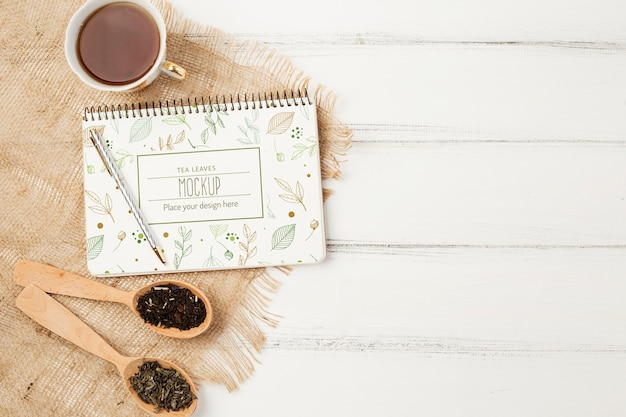 Widok z góry makiety koncepcji herbaty ziołowej