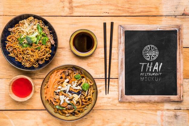 Widok z góry makiety koncepcji tajskiego jedzenia