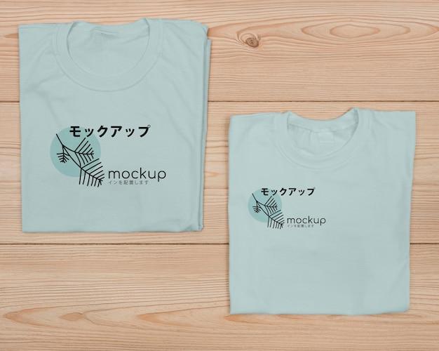 Widok z góry makiety koncepcji uroczej koszulki
