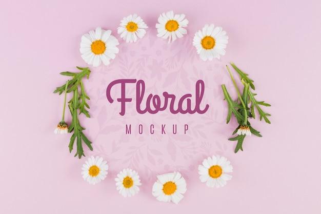 Widok z góry makiety kwiatów i liści