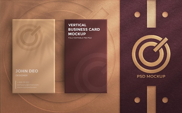 Widok z góry na elegancką pionową wizytówkę z wytłoczonym logo