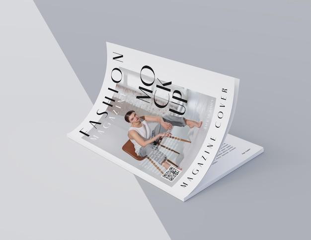 Widok z góry na otwartą makietę projektu magazynu