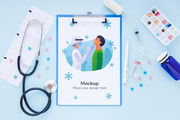 Widok z góry narzędzi medycznych z makietą