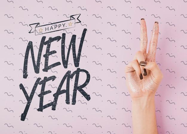 Widok z góry nowy rok napis makiety na różowym tle