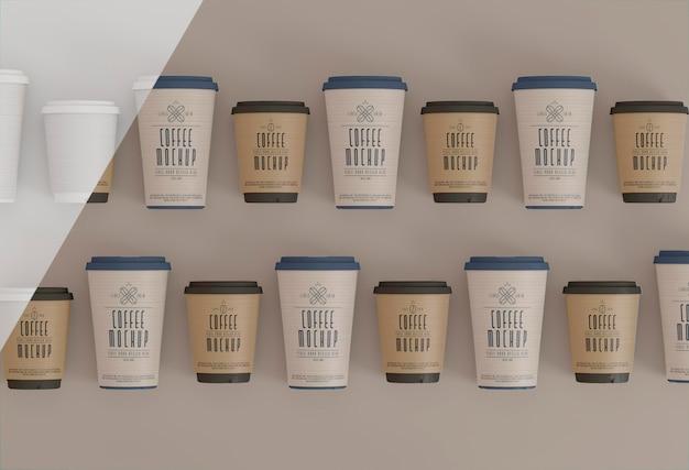 Widok z góry papierowe kubki do kawy makieta