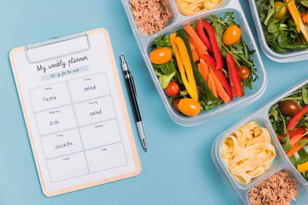 Widok z góry posiłków z notatnika