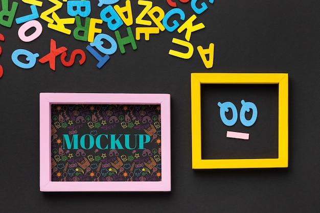 Widok z góry projektu ramek makiet z literami
